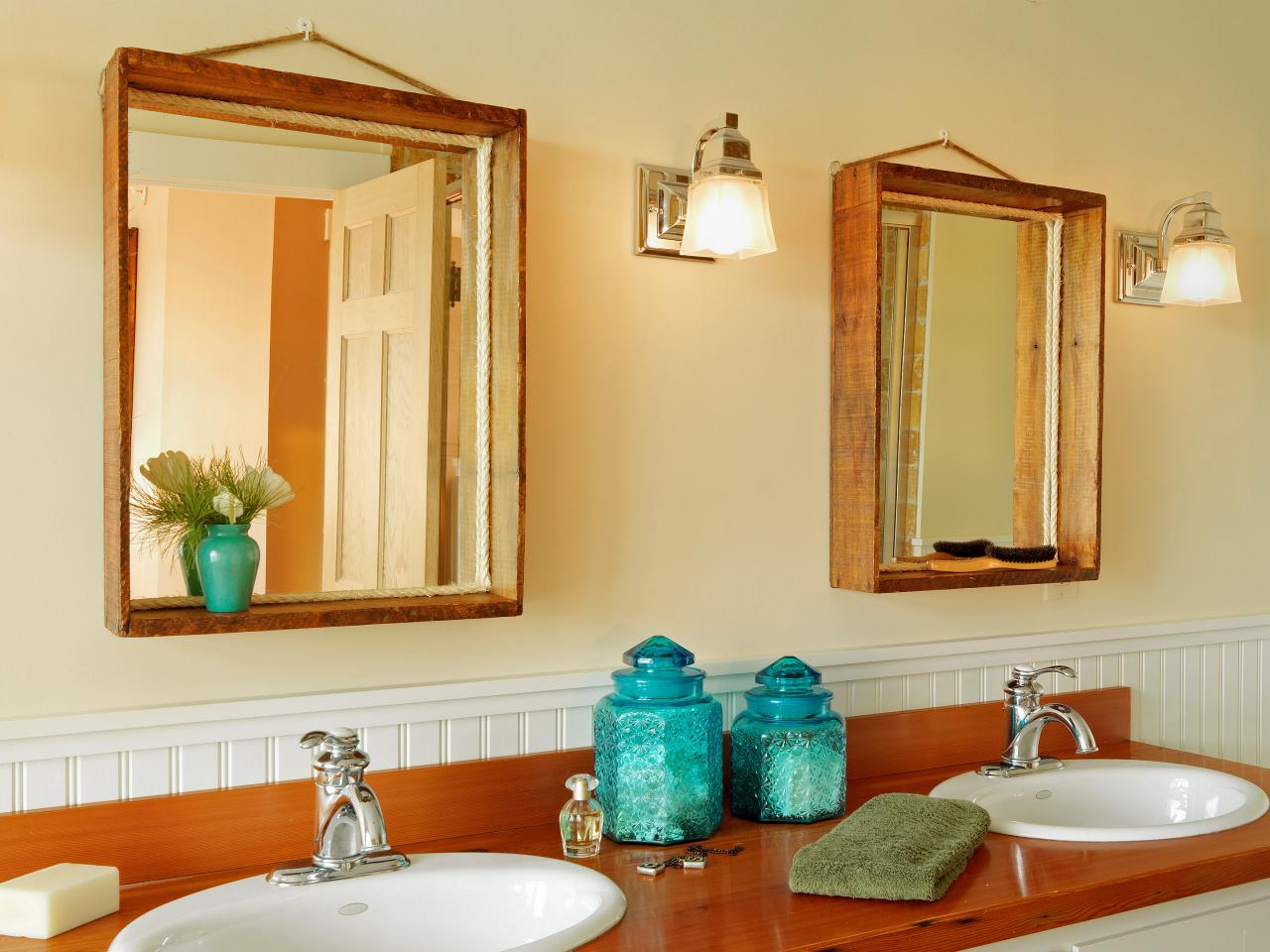 Image of: Wood Framed Mirrors Style