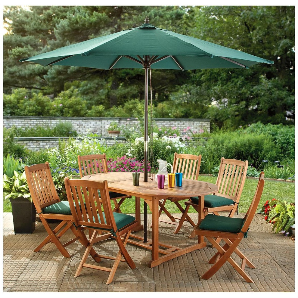 Image of: Wooden Patio Furniture with Umbrella