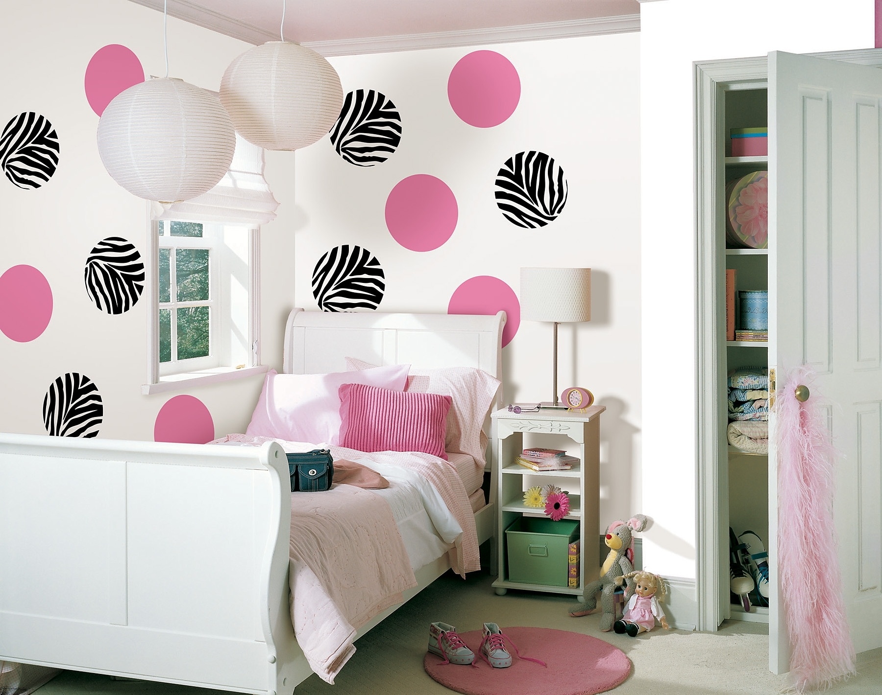Image of: Hanging Decorations For Bedrooms