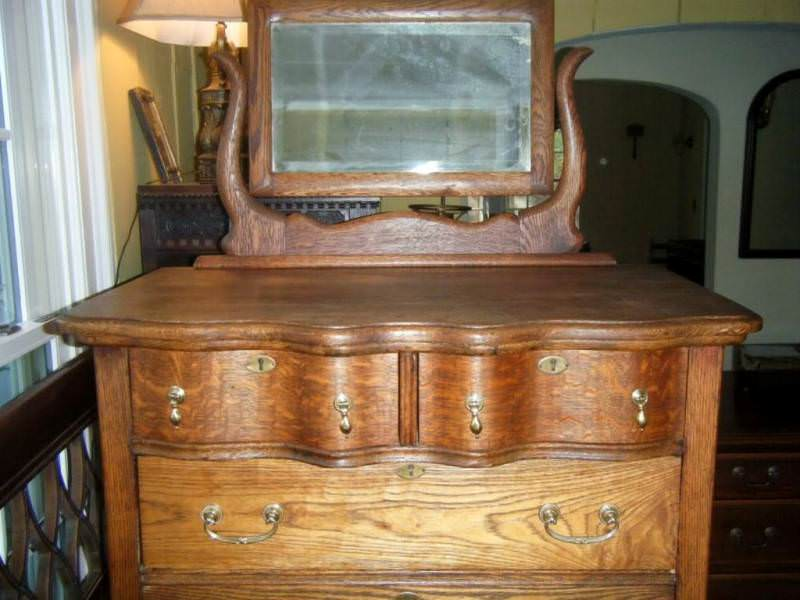 Image of: Antique Oak Dresser With Mirror Ideas