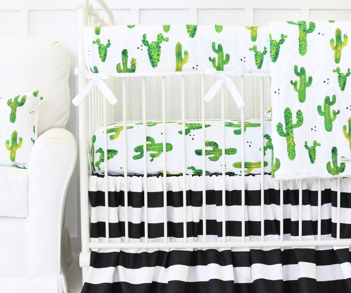 Image of: Black And White Bed Skirt Ideas