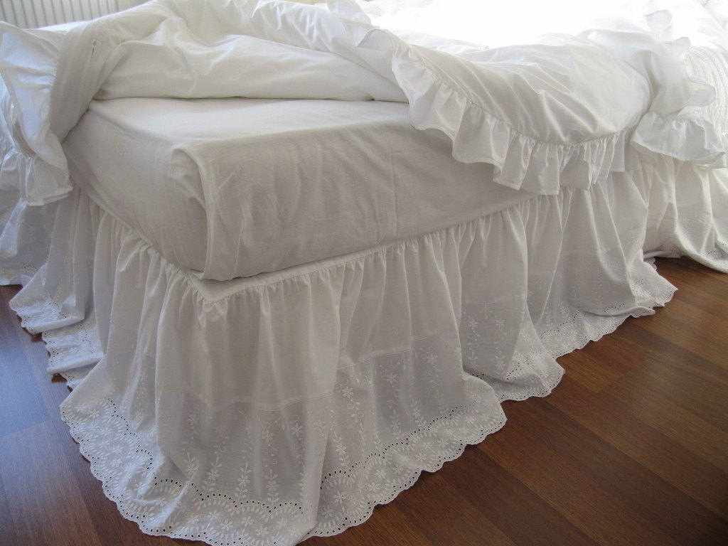 Image of: Clean White Ruffle Bed Skirt