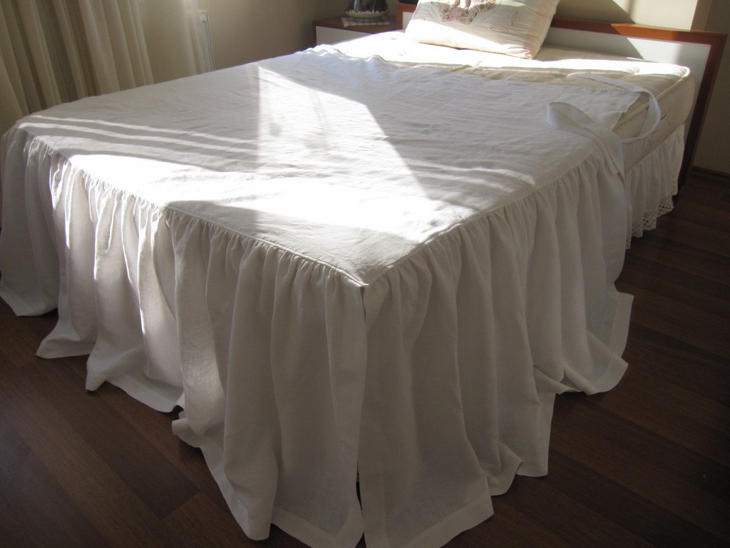 Image of: Cover Gingham Bed Skirt