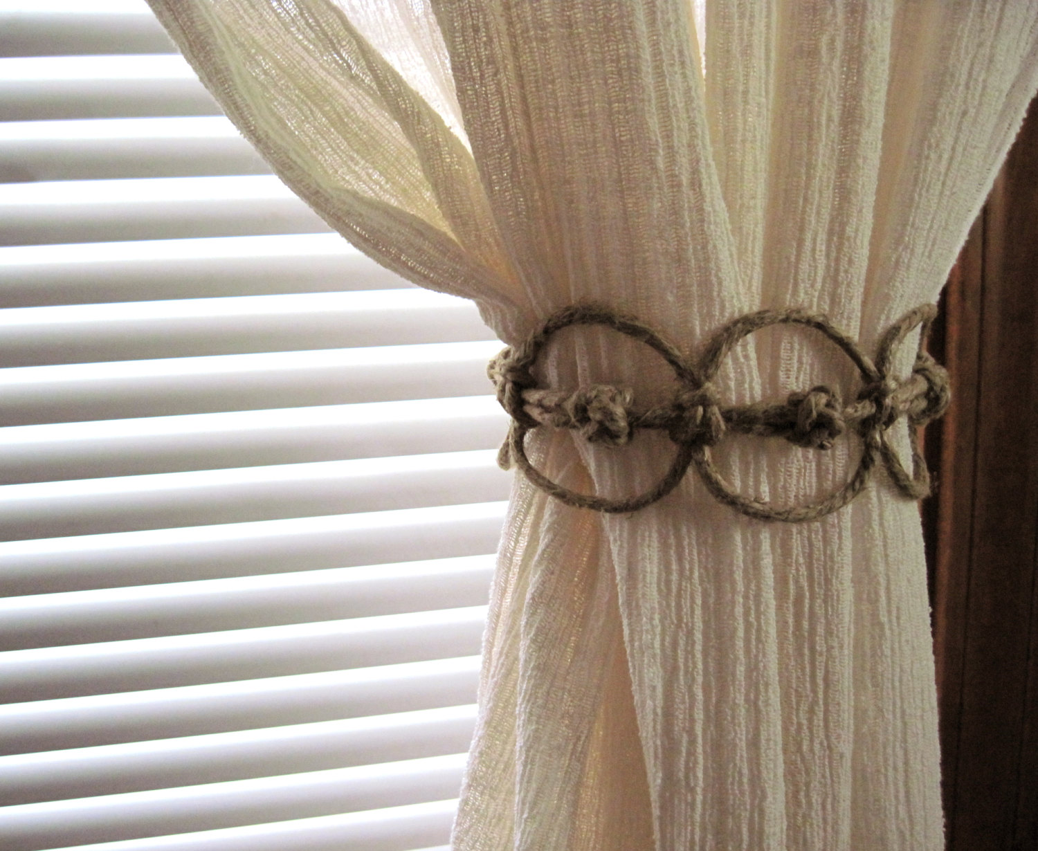 Image of: Curtain Tiebacks Simple