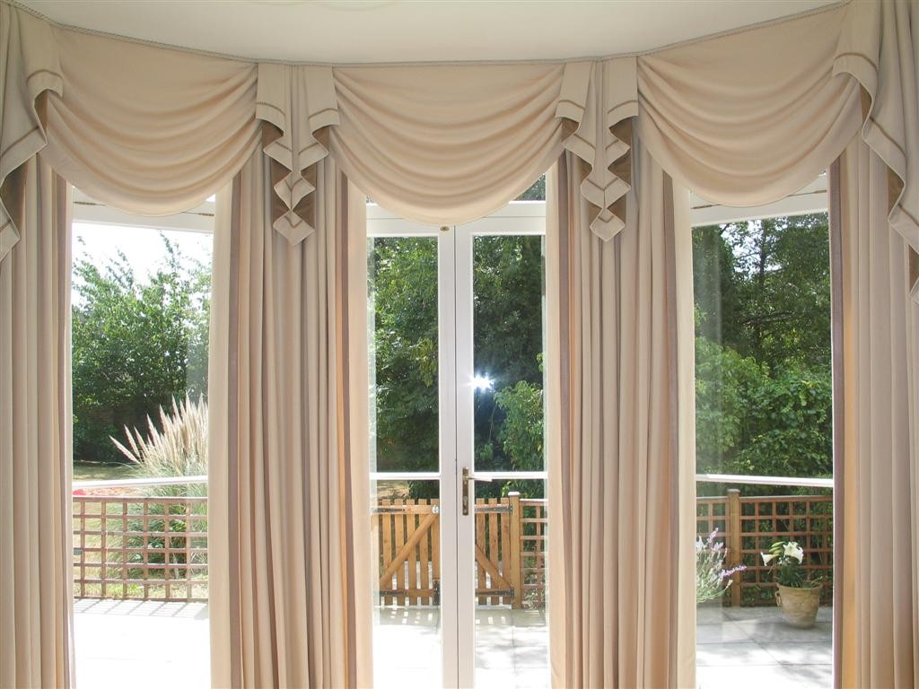 Image of: Curved Window Curtain Rod Elegant