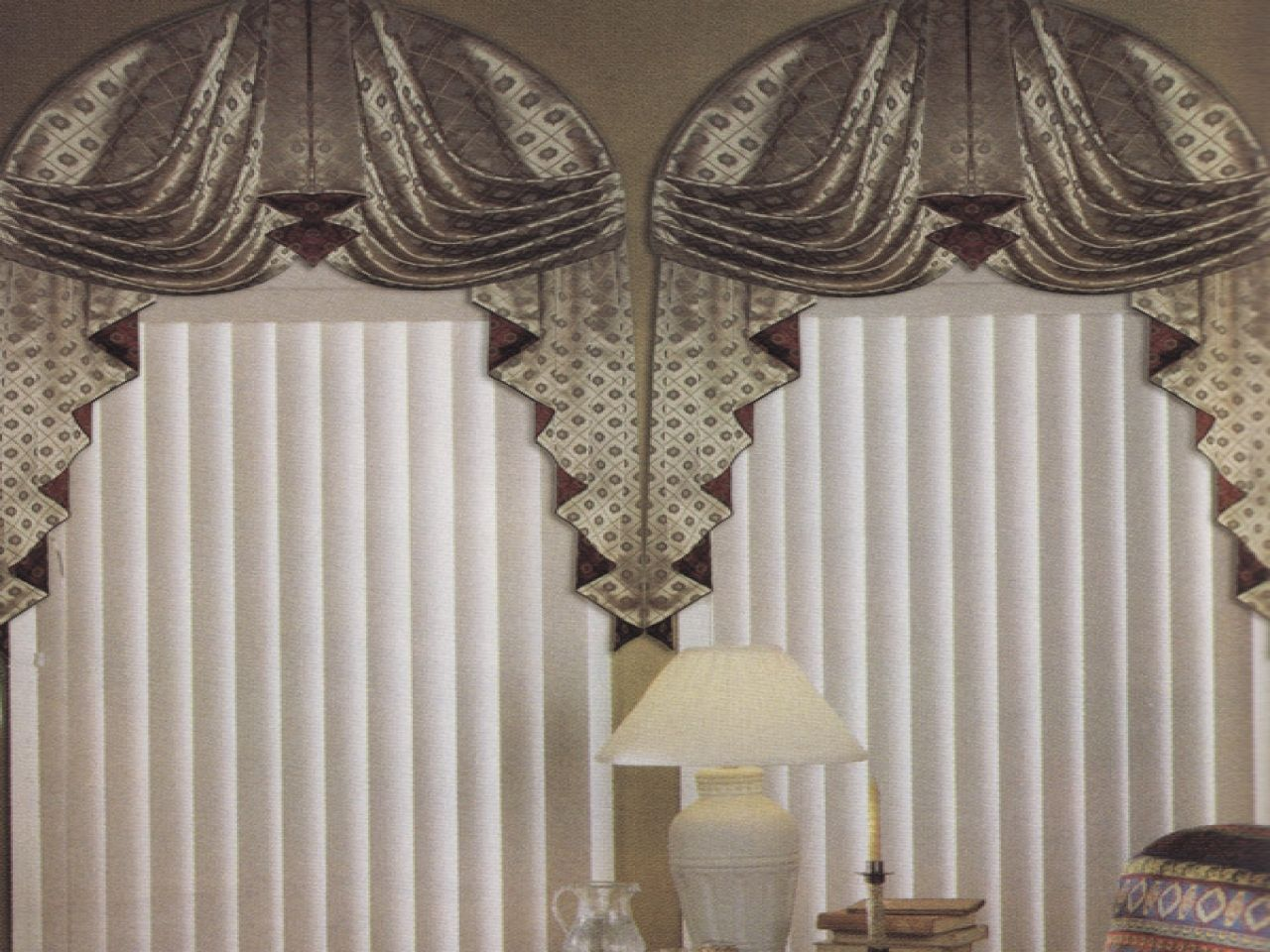 Image of: Curved Window Curtain Rod Lamp