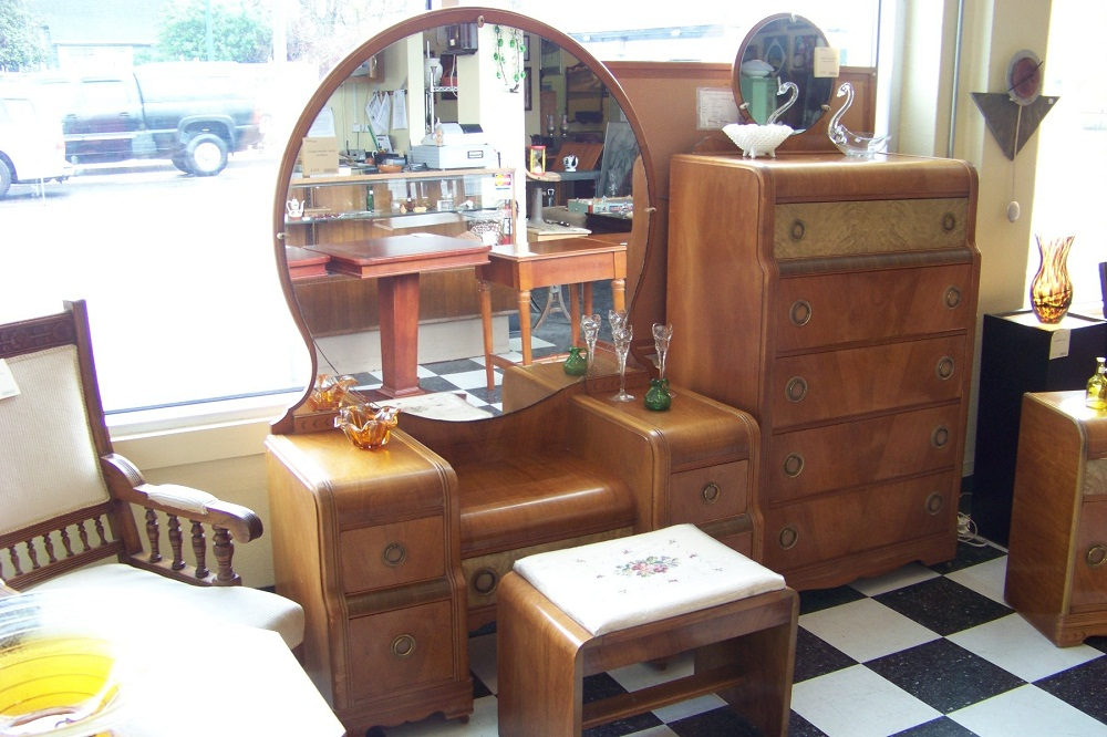 Image of: Cute Antique Vanity Dresser