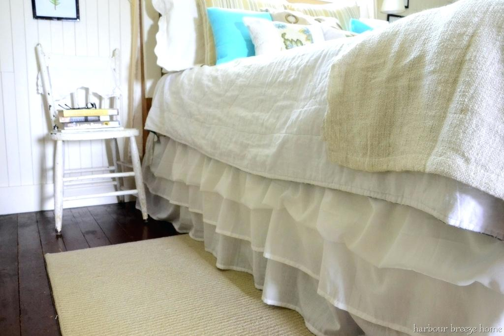 Image of: Dorm Room Bed Skirts Ideas