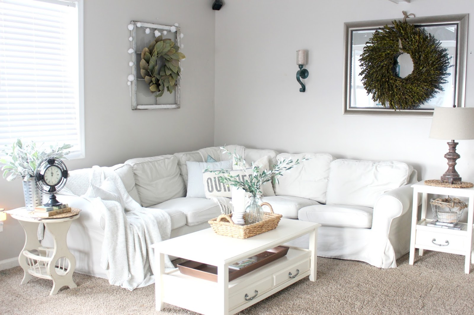 Image of: Farmhouse Living Room White