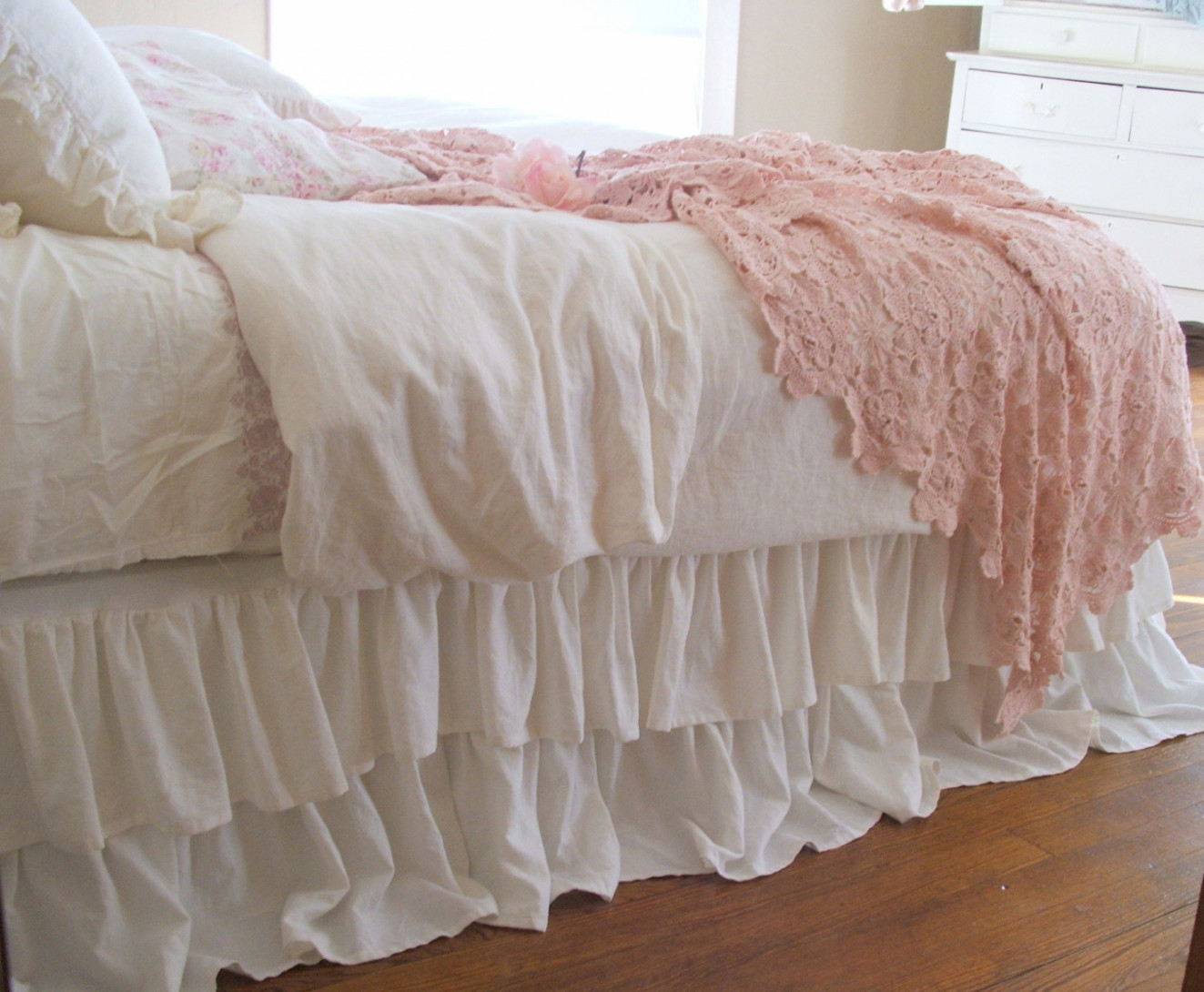 Image of: Good Dorm Room Bed Skirts