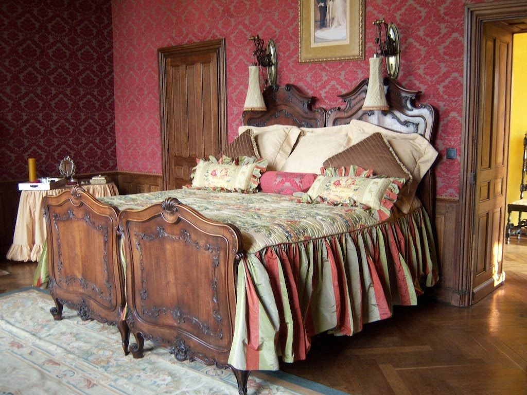 Image of: Guest Bed Skirt Pins