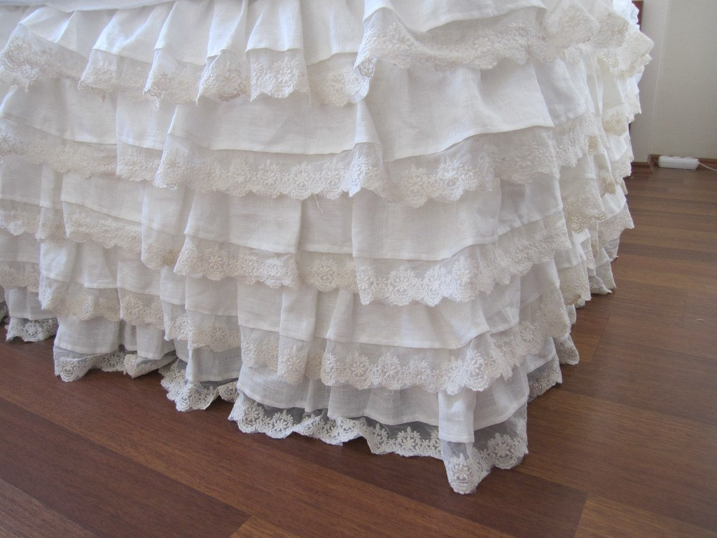 Image of: Home White Ruffle Bed Skirt