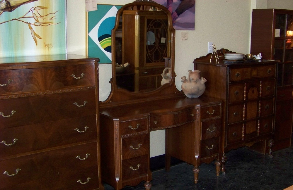 Image of: Large Antique Vanity Dresser