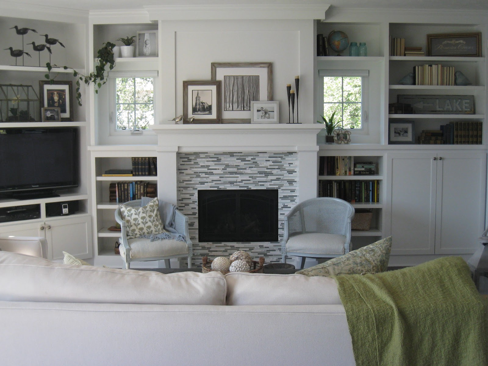Image of: Living Room Built Ins White