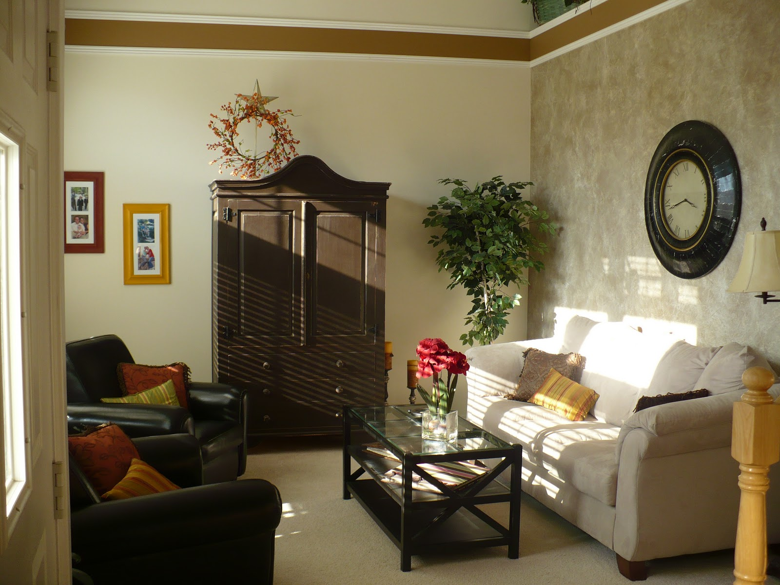 Image of: Living Room Makeovers Antique
