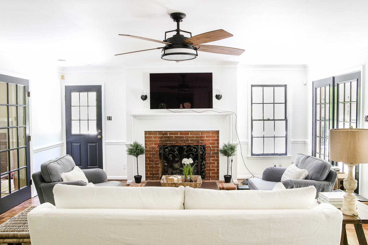 Image of: Living Room Pictures White