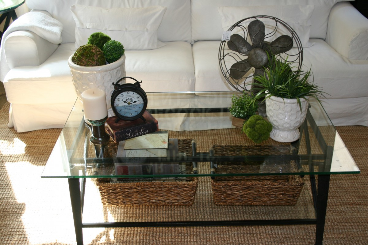Image of: Living Room Table Centerpieces Glass