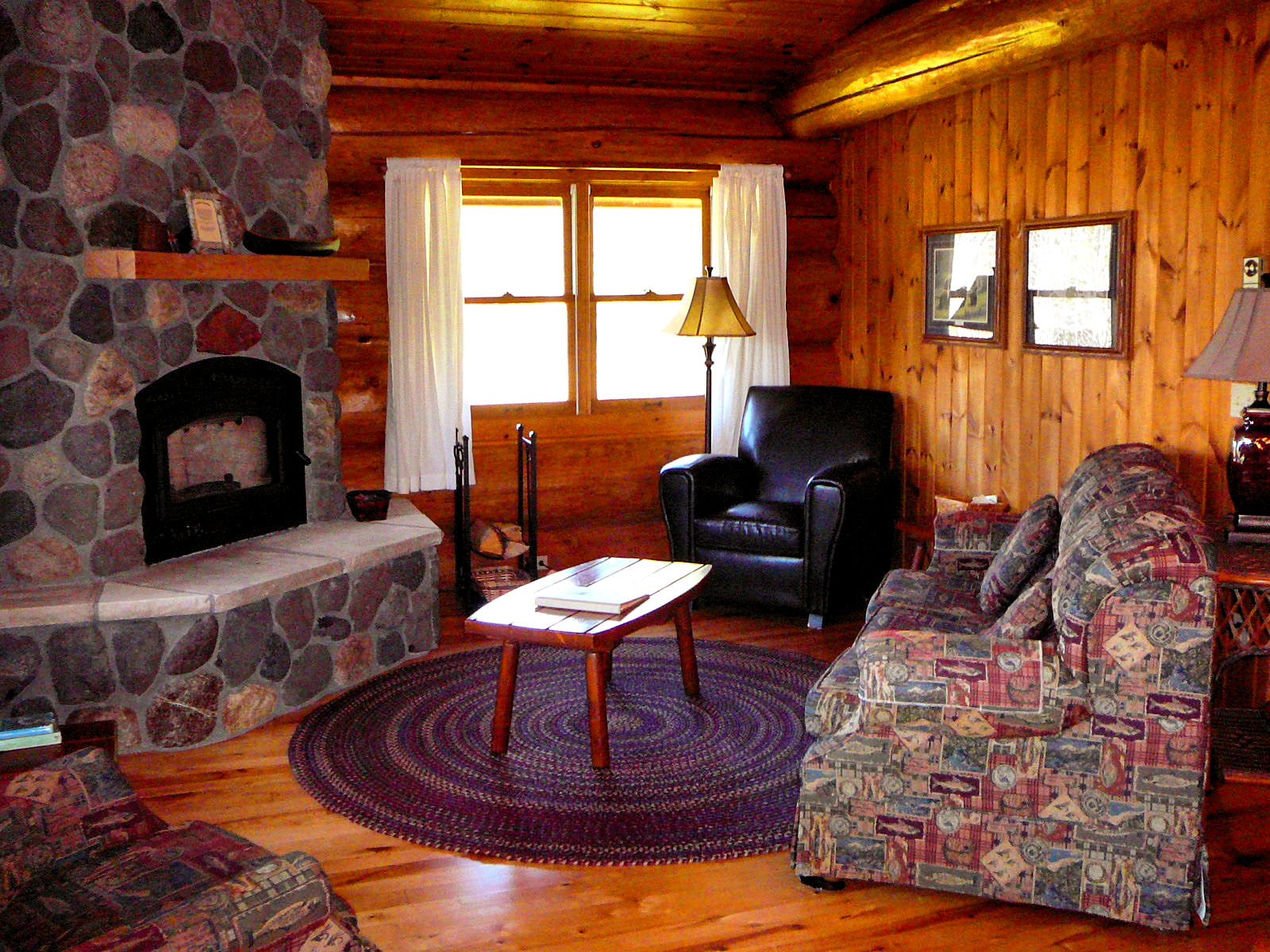 Image of: Log Cabin Living Room Simple