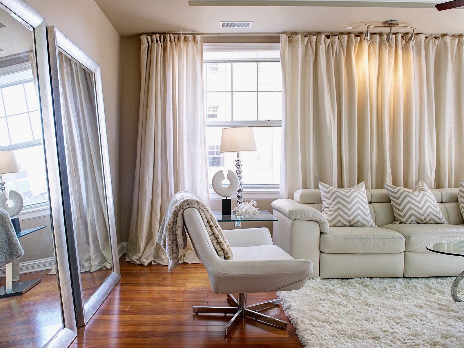 Image of: Modern Living Room Curtains Simple