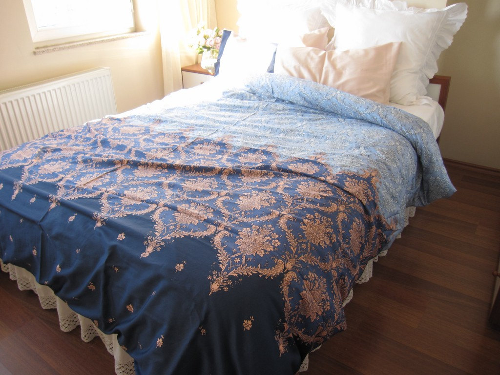 Image of: Navy Gold Bed Skirt