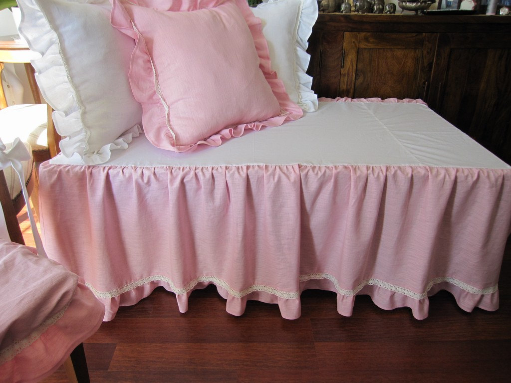 Image of: Pink Ruffle Bed Skirt