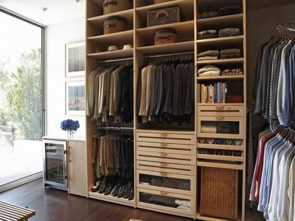 Image of: Portable Clothes Storage Ideas