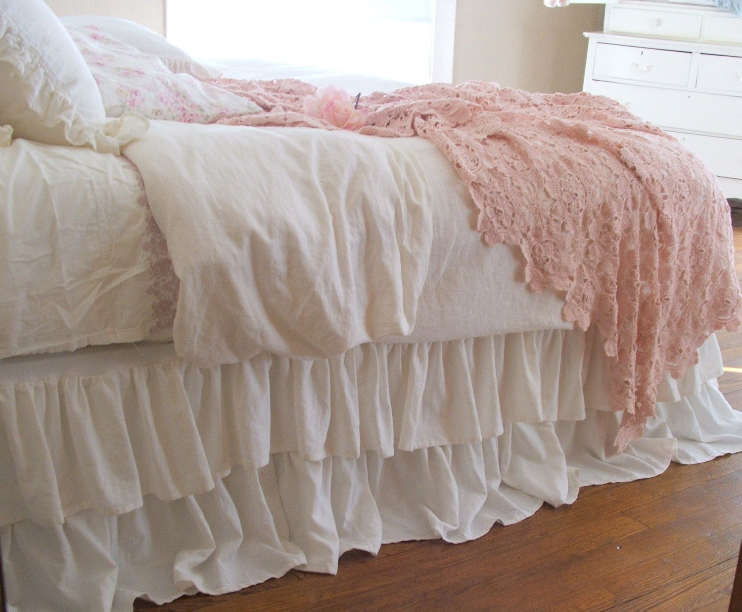 Image of: Romantic White Ruffle Bed Skirt