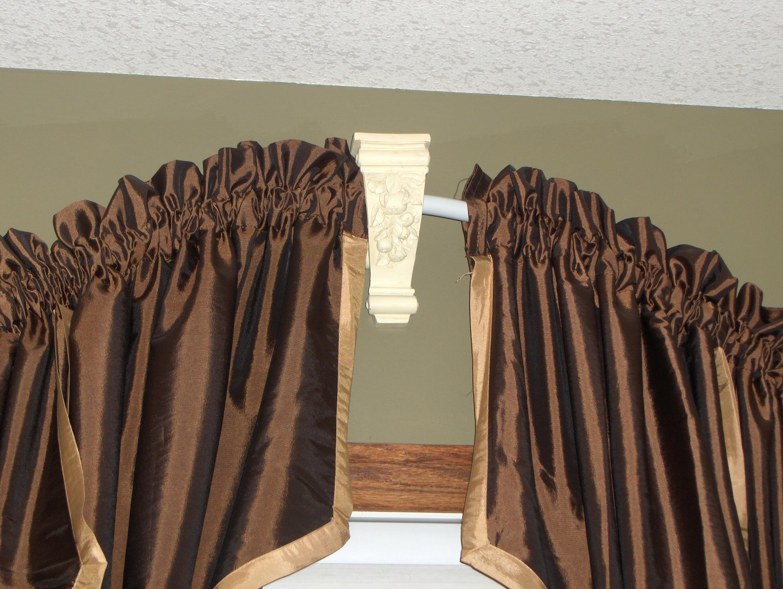 Image of: Round Curtain Rod Brown