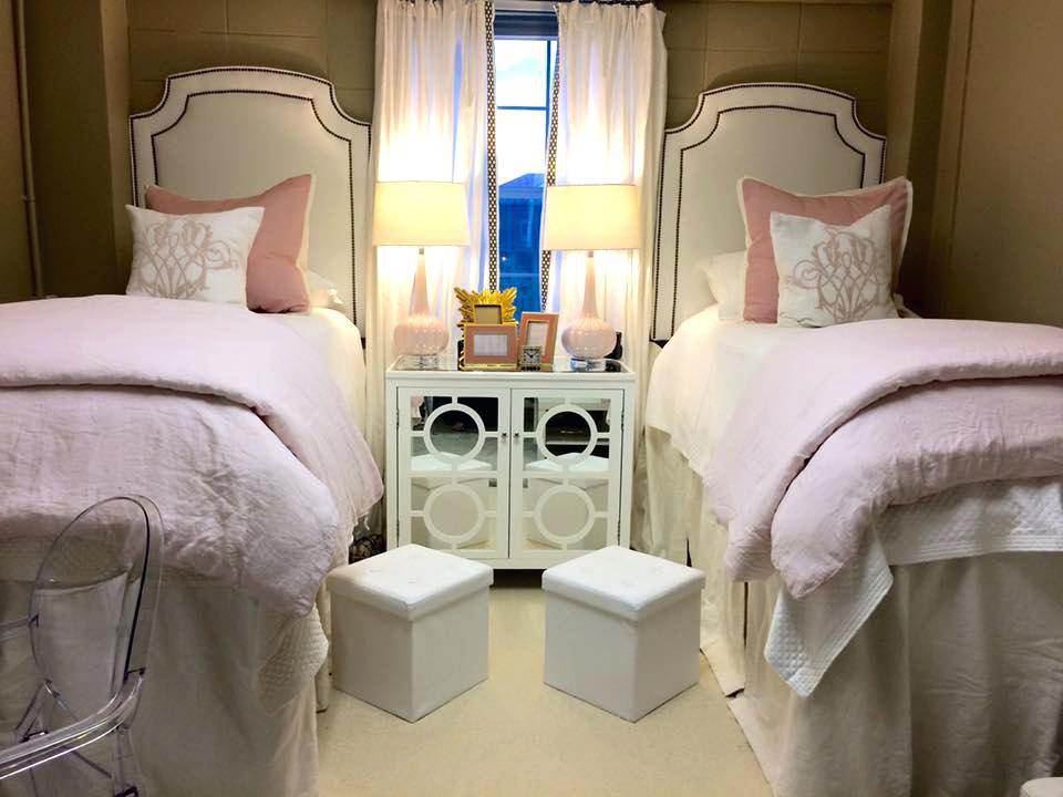 Image of: Simple Dorm Room Bed Skirts