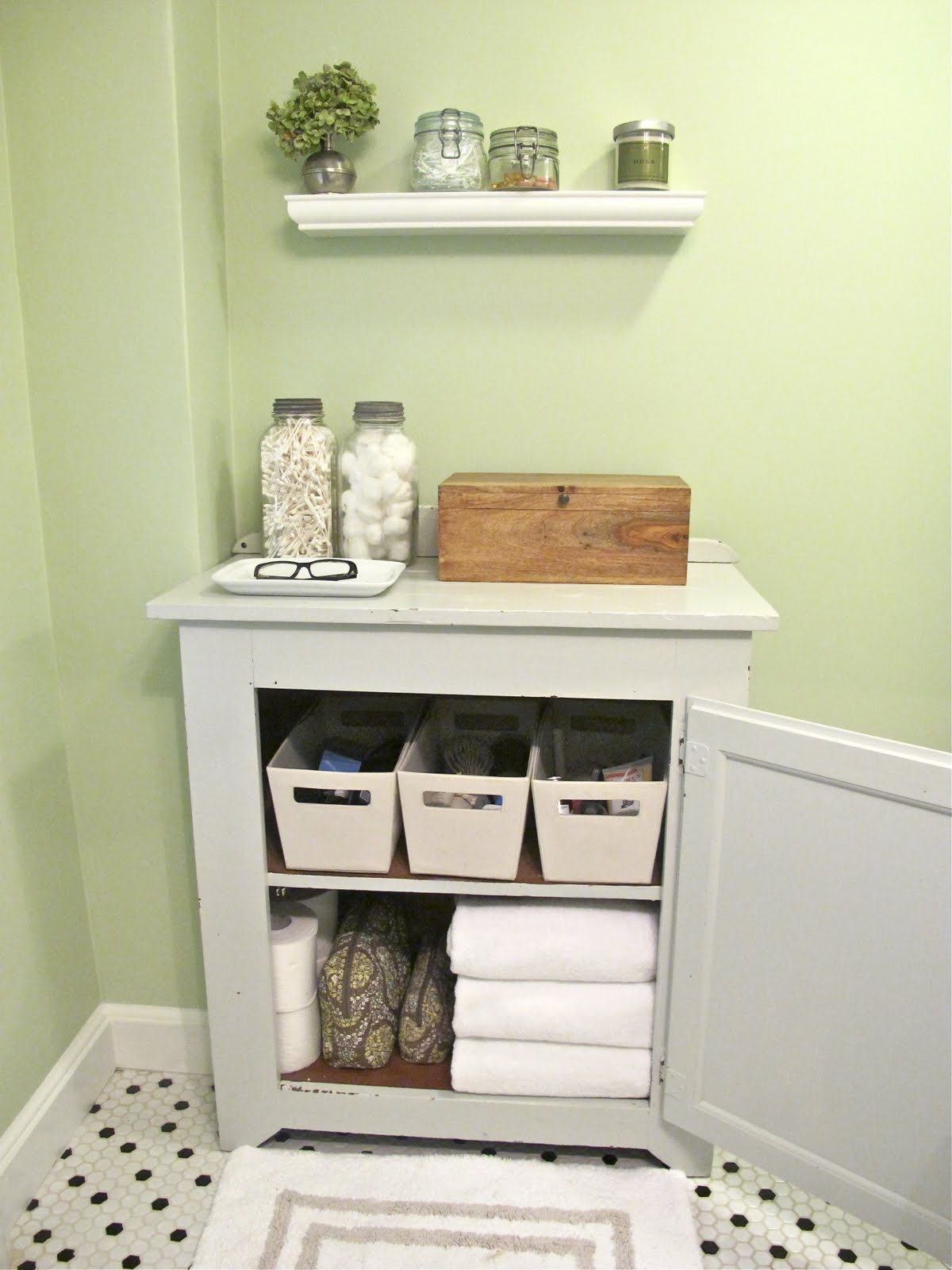 Image of: Small Bathroom Storage Ideas Open
