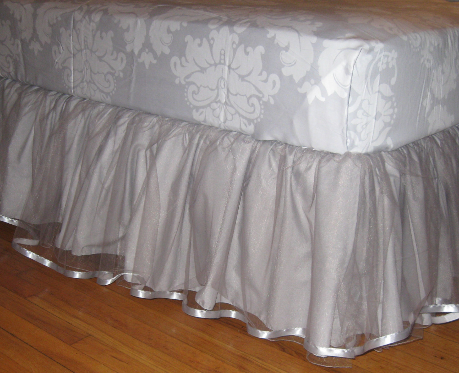 Image of: Tulle Bed Skirt Ideas