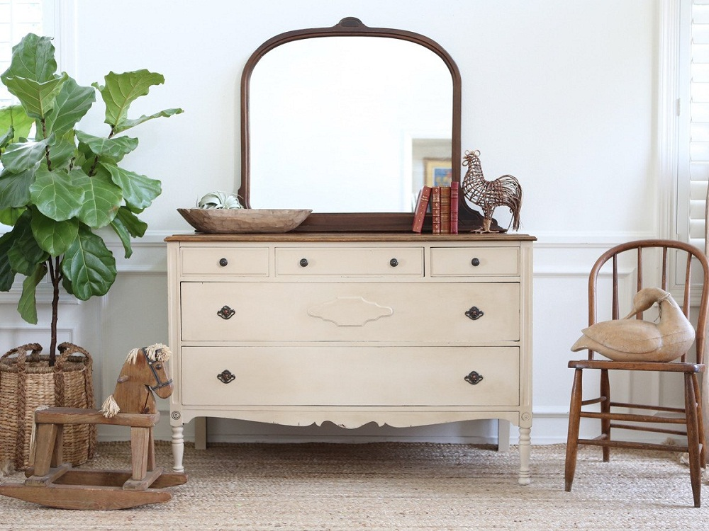 Image of: White Antique Vanity Dresser
