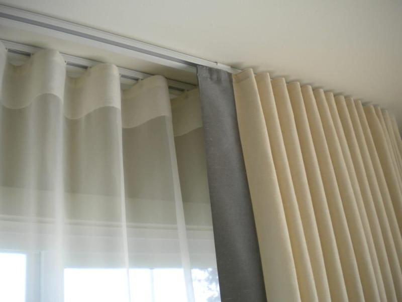 Image of: White Curtain Rod Ceiling