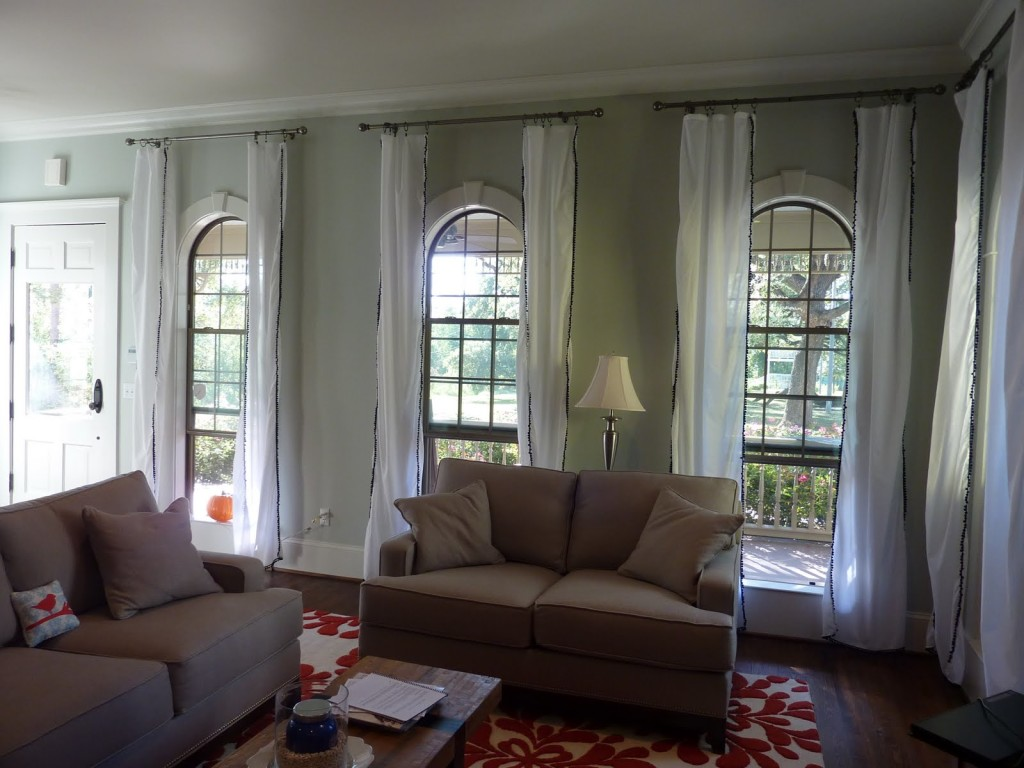 Image of: White Living Room Curtains Design