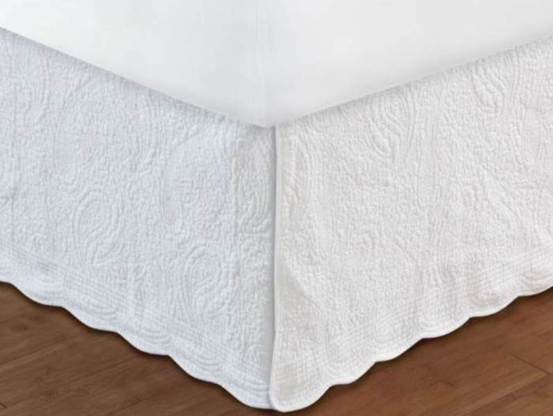Image of: White Ruffle Bed Skirt Full