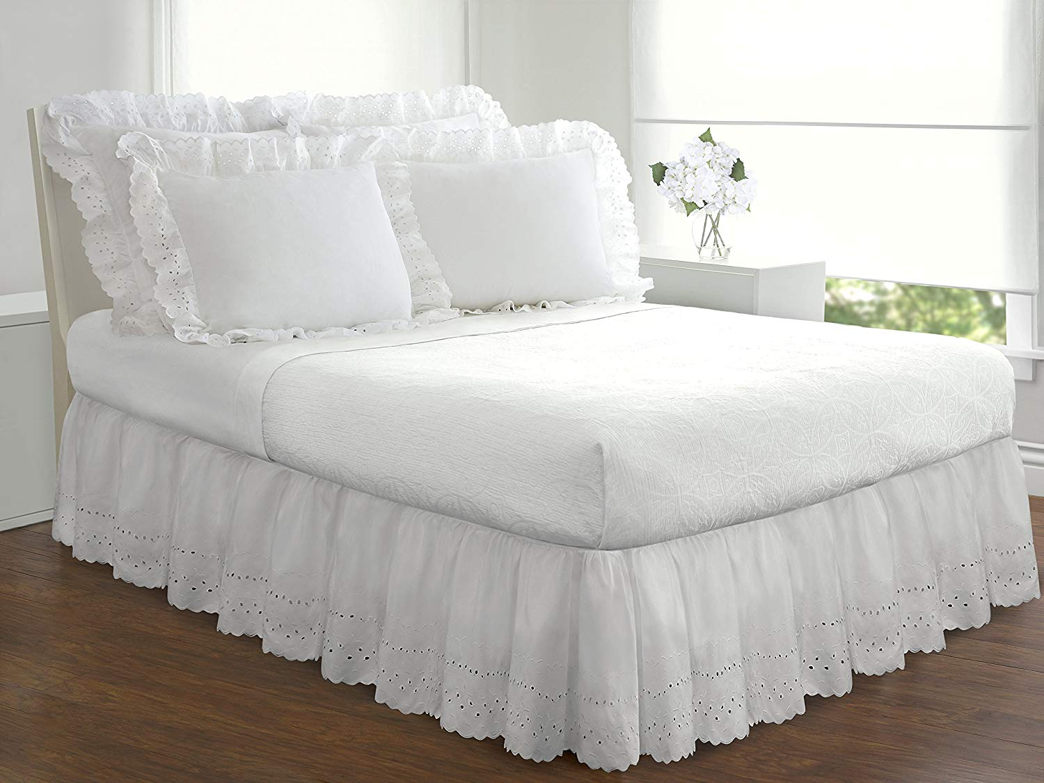 Image of: White Ruffle Bed Skirt Lace