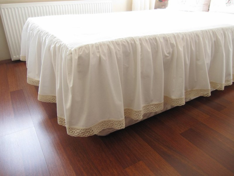 Image of: White Ruffle Bedskirt Queen