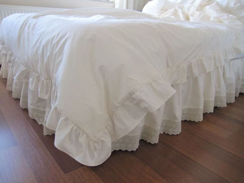 Image of: White Ruffled Bed Skirt Queen