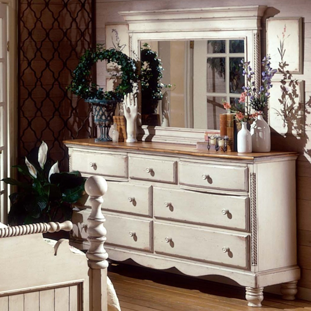 Image of: Wilshire Antique White Dresser
