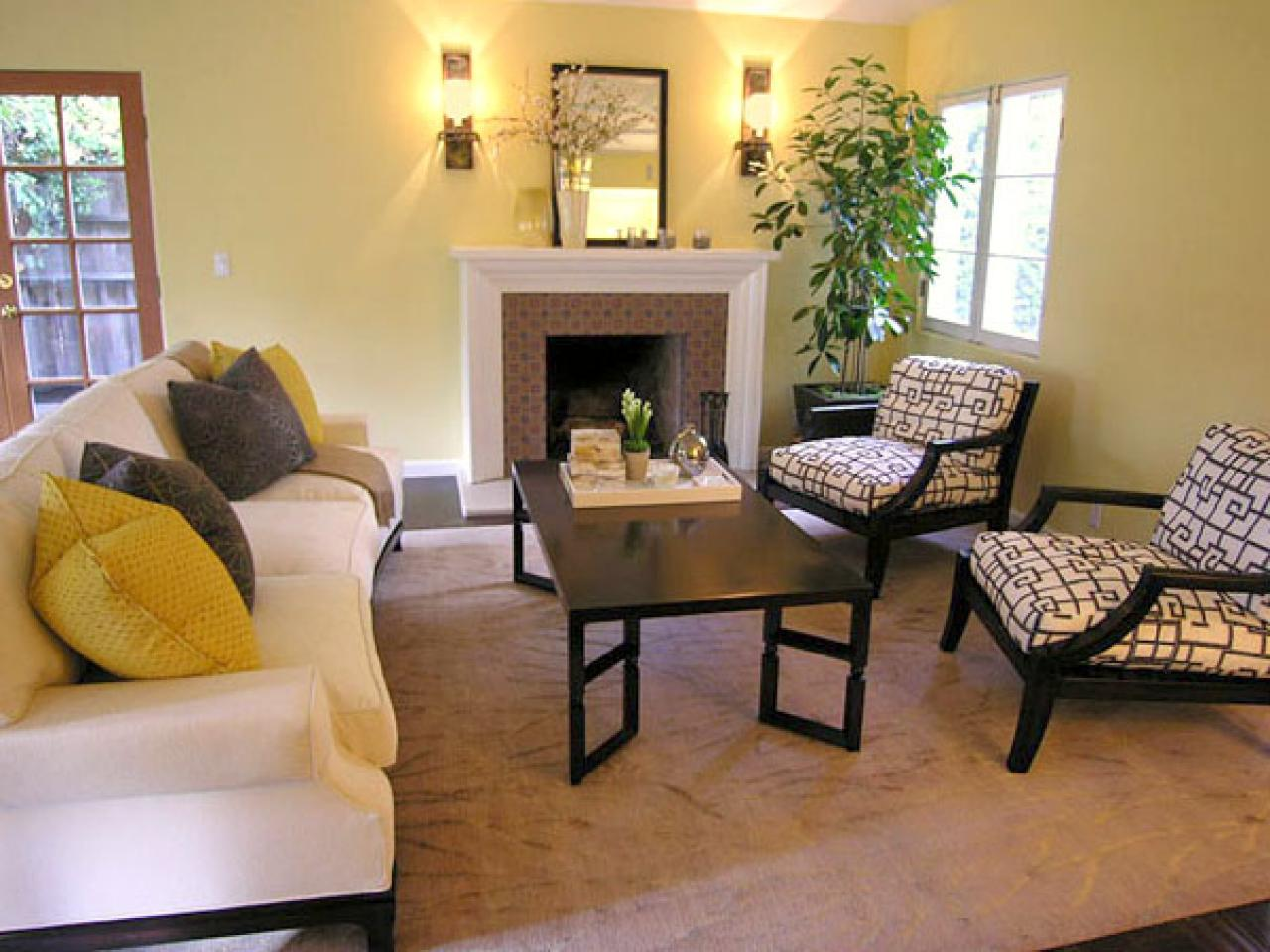 Image of: Yellow Living Room Traditional