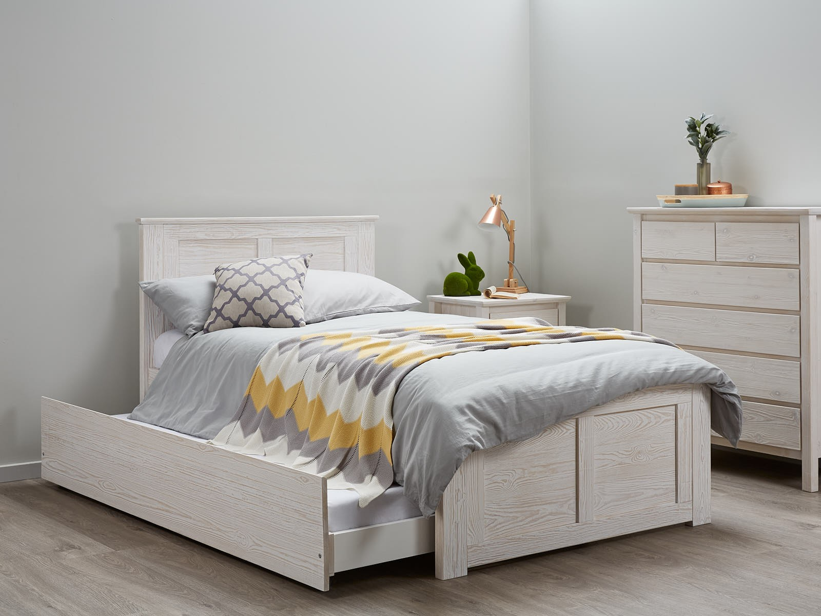 Image of: Bed Frame With Trundle Cozy
