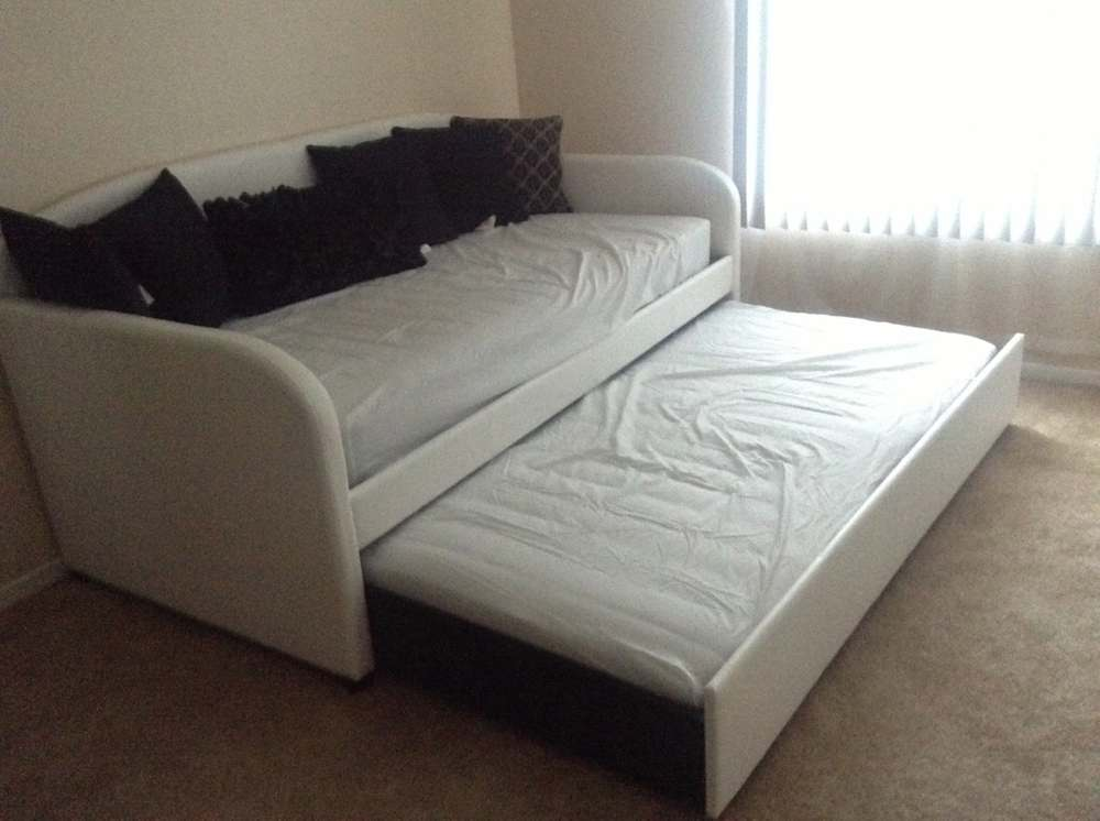Image of: Bed With Trundle Apartment