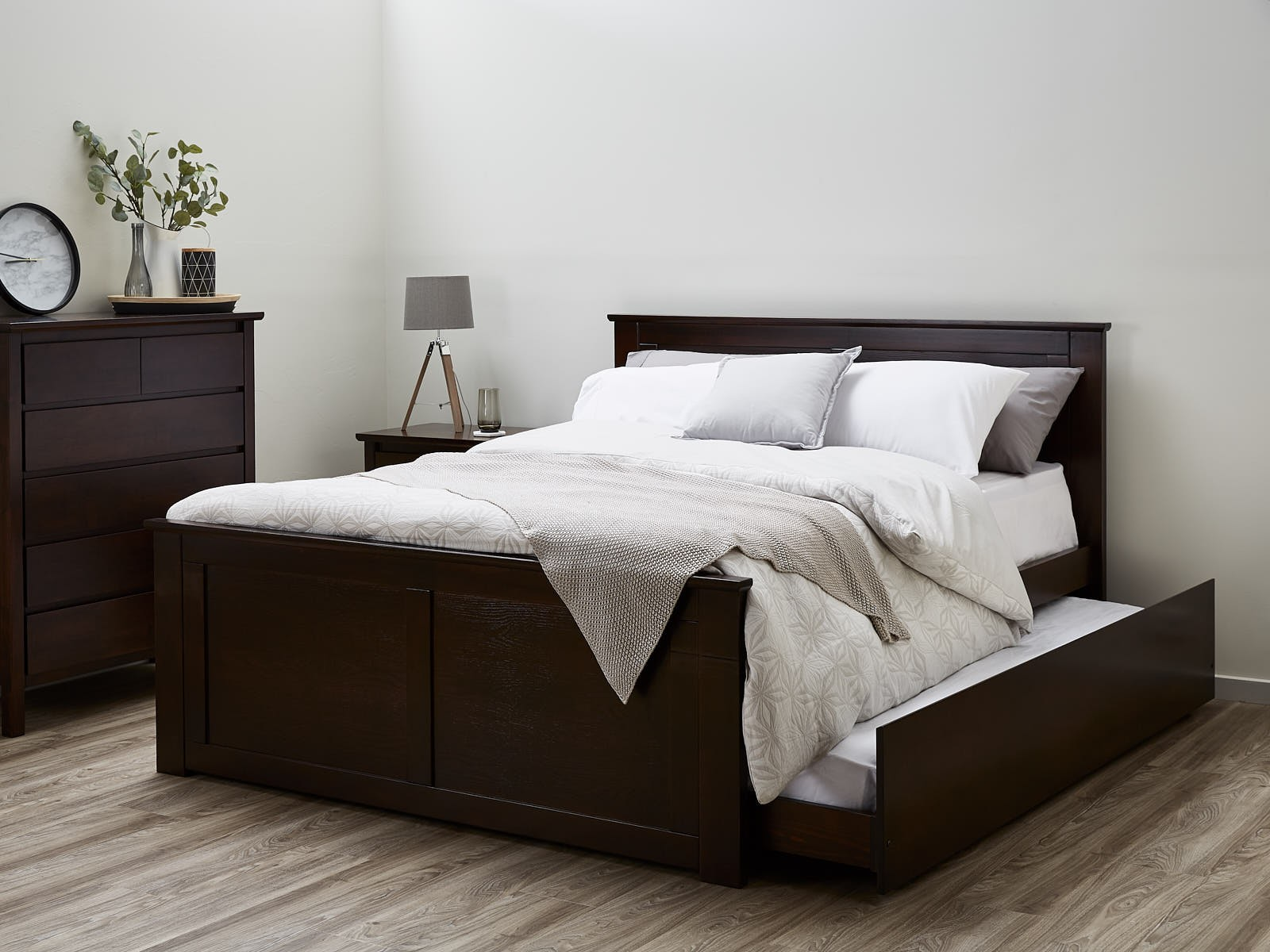 Image of: Bed With Trundle Hardwood