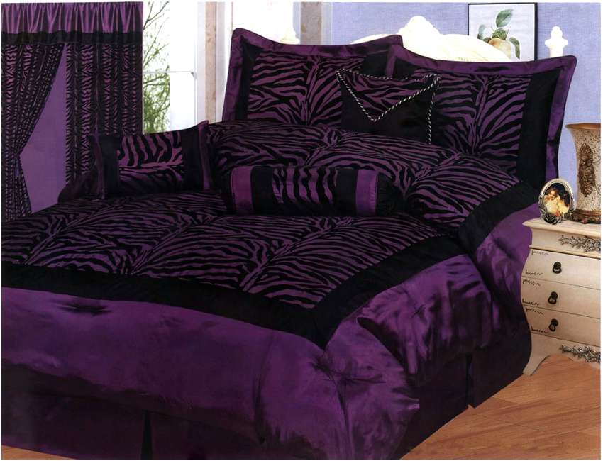 Image of: Black and Dark Purple Bedding Sets