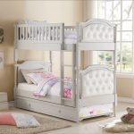 Cozy Bunk Bed With Trundle