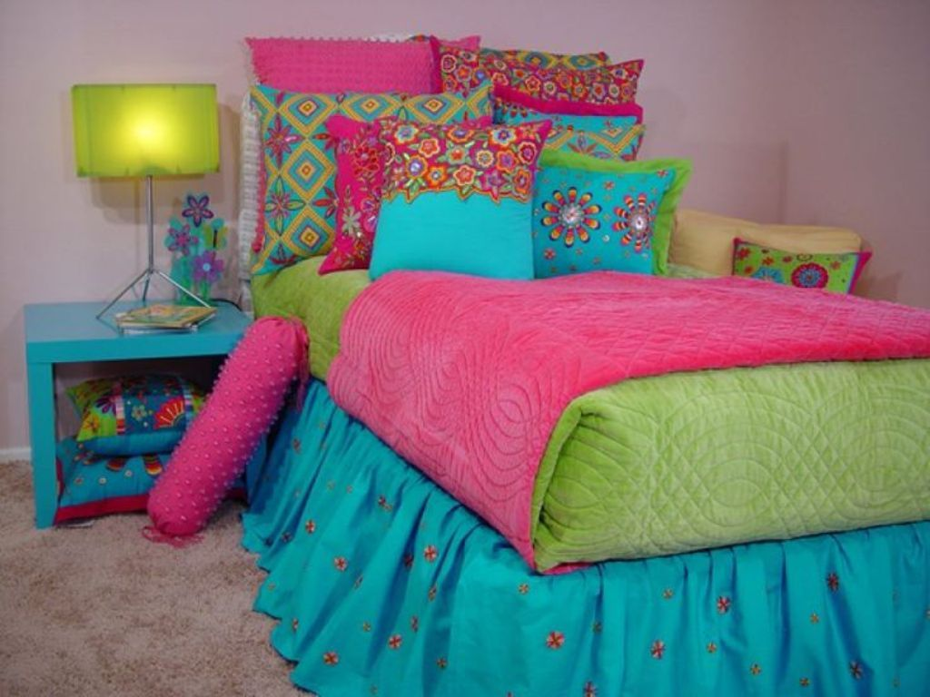 Image of: Etnic Blue And Green Bedding Sets