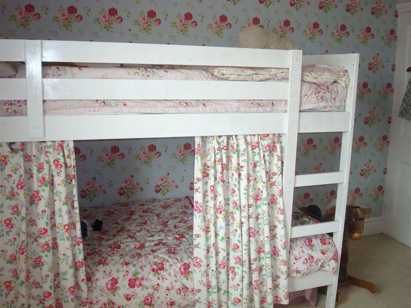 Image of: Flower Curtain Set For Loft Bed