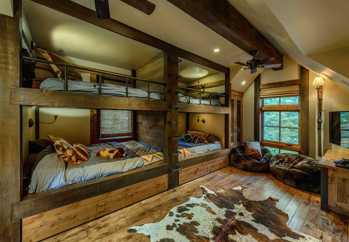 Image of: Large Rustic Bunk Beds