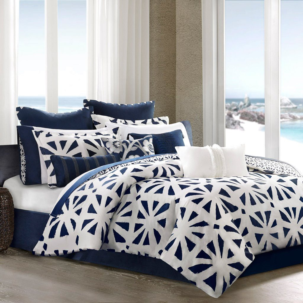 Image of: Modern Blue and White Bedding Sets