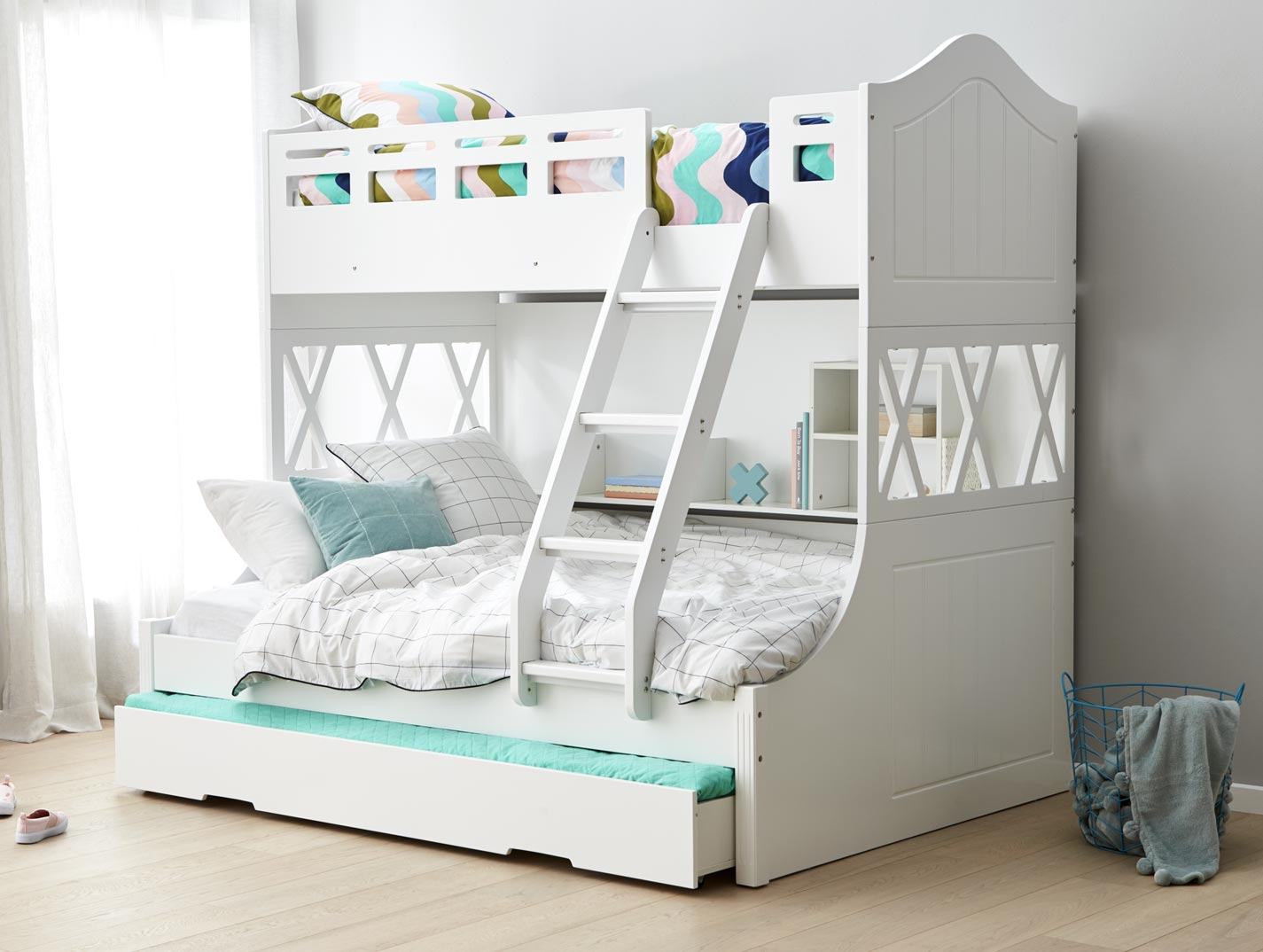 Image of: Modern Bunk Bed With Trundle